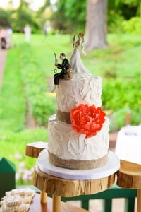 Why go traditional? The fishing newlyweds cake topper is another example of accessorizing a wedding.