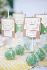 Wedding thank-you gifts are green Krispy Pops, individually wrapped