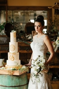 5-tier wedding cake with gold horseshoes