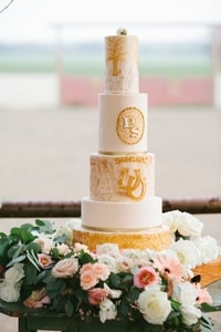 Details of 5-tier wedding cake